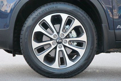 19-inch Kia Sorento alloy wheel