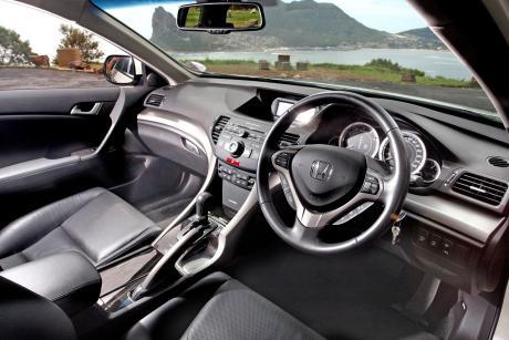 Honda Accord Tourer interior